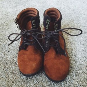 Two toned lace up brown booties